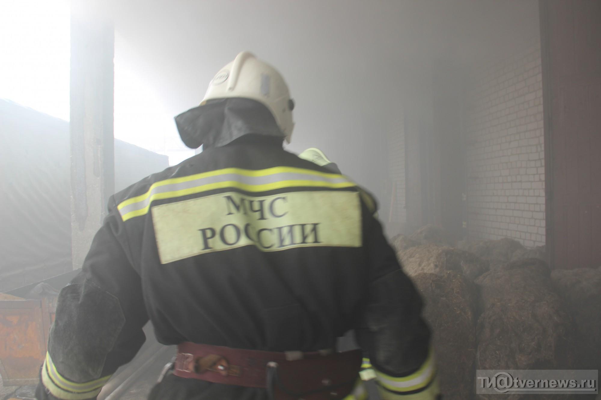 Неменее 30 человек тушили горящий дом вТверской области