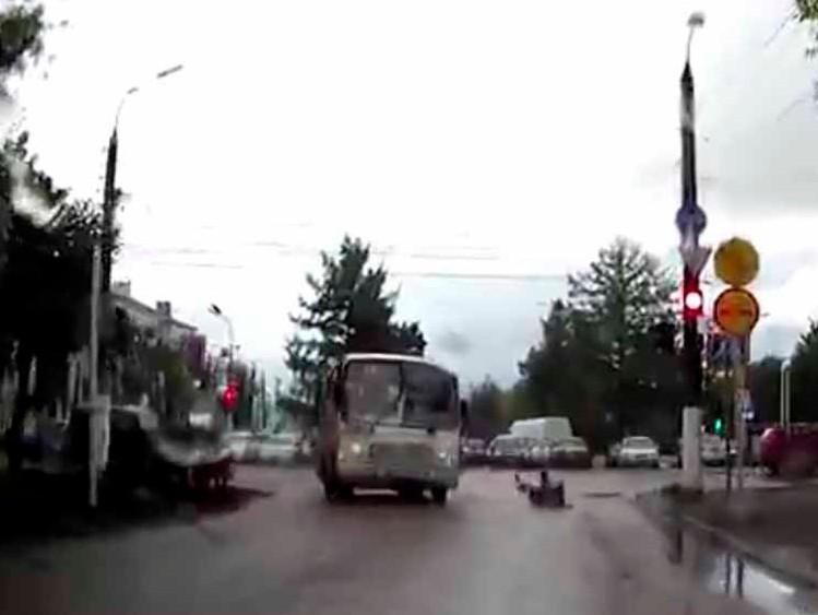 ВТвери наплощади Мира маршрутка сбила женщину