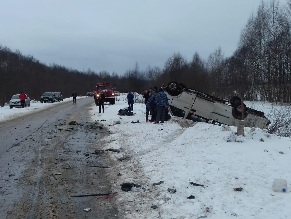 11 человек пострадали в ДТП с перевернувшимся автобусом в Тверской области