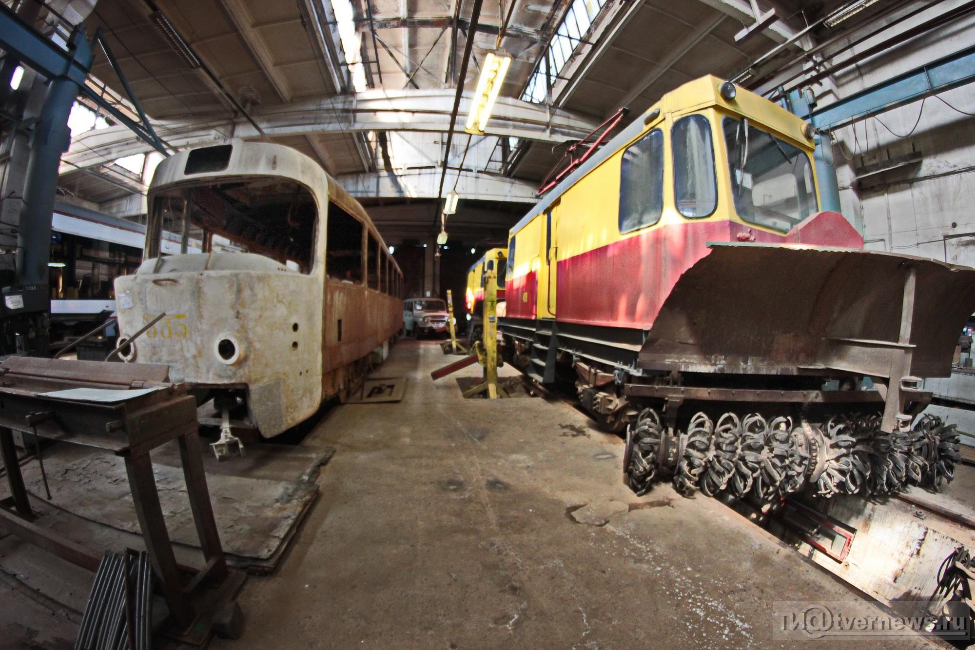 Старые вагоны на ремонте