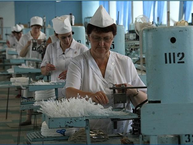 Фабрика в Кимрах собирается увеличить производство медицинских масок и ищет работников