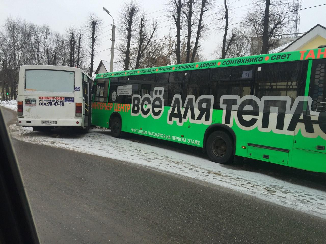 ВТвери маршрутка столкнулась савтобусом, пострадал пенсионерка