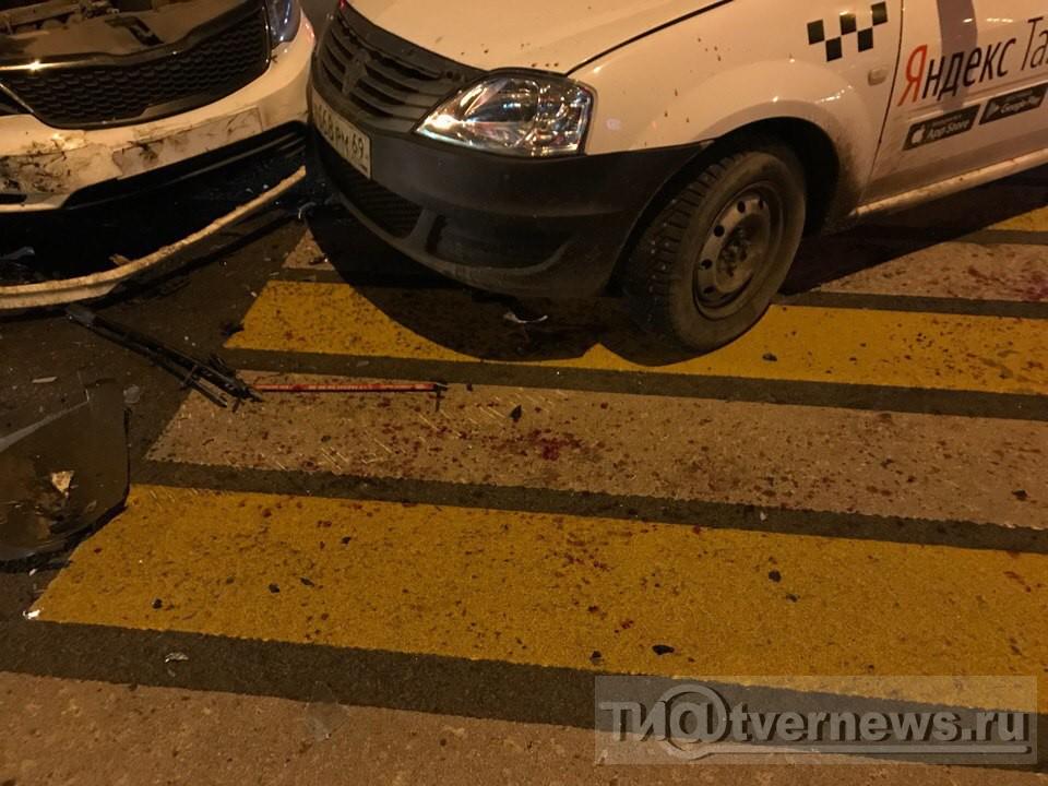 ВТвери стлкнулись два автомобиля такси