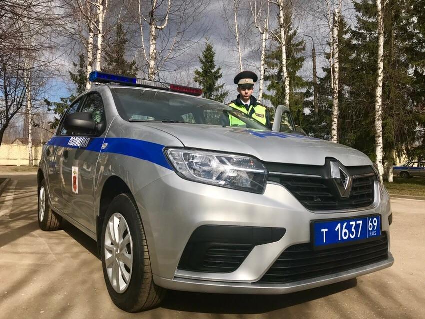 24-летний сотрудник ГИБДД из Кимр выиграл патрульный автомобиль «Рено Логан»
