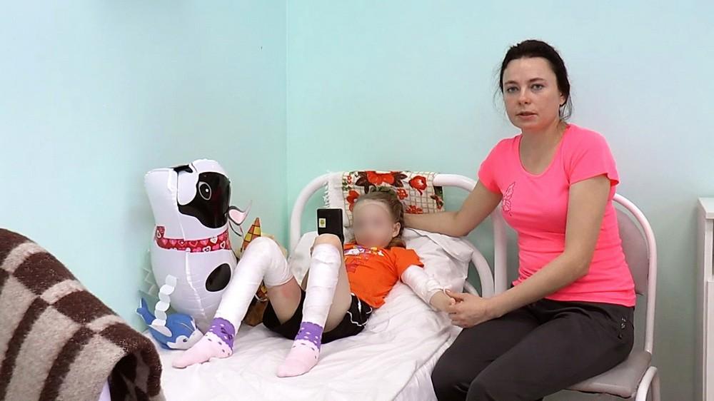 7-летняя тверитянка, упавшая вкотлован скипятком, выписана из клиники