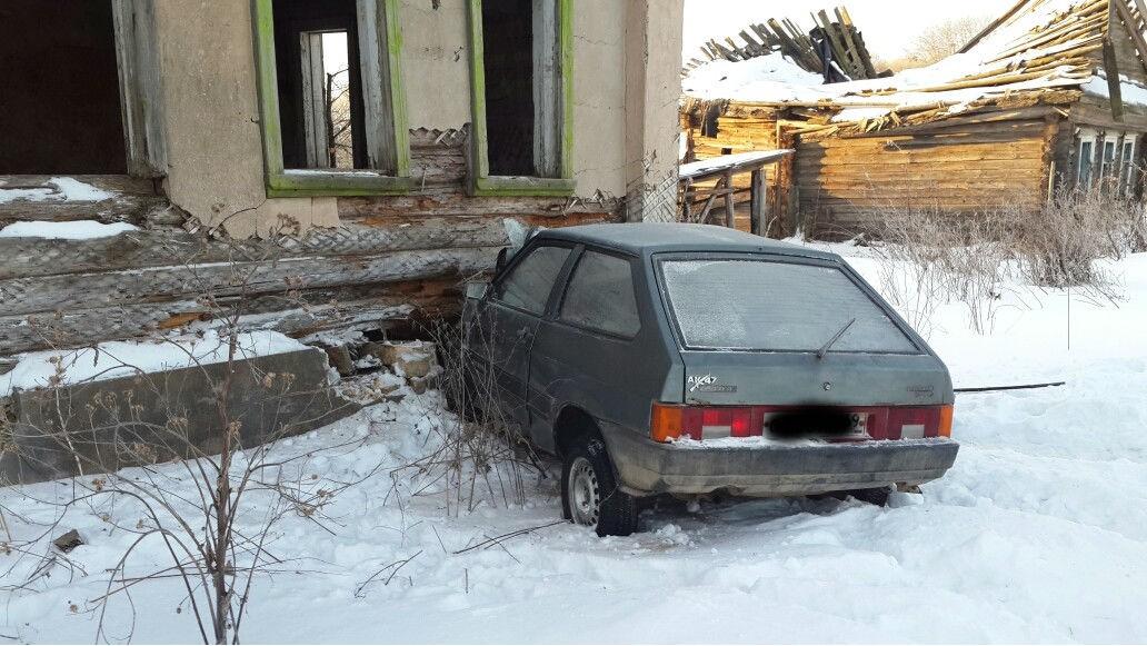 ВТверской области машина врезалась вдом, погибли два человека