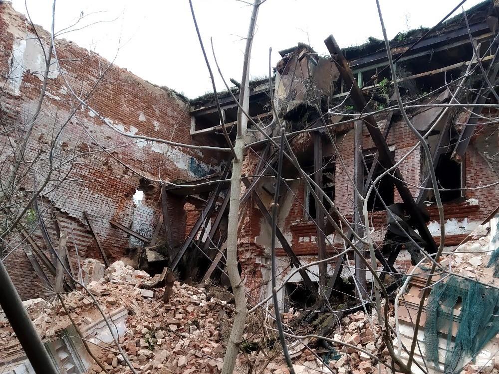 В Кимрах обрушился фасад знаменитого памятника архитектуры «Гостиный двор»