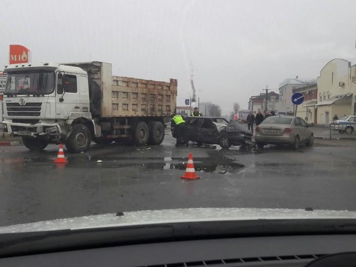 Нетрезвый шофёр устроил массовое ДТП вТвери, уходя отпогони
