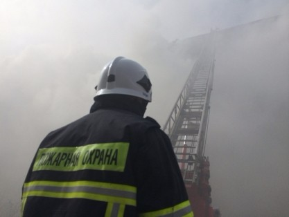 ВРжеве ночью загорелась квартира— пожарные спасли троих человек