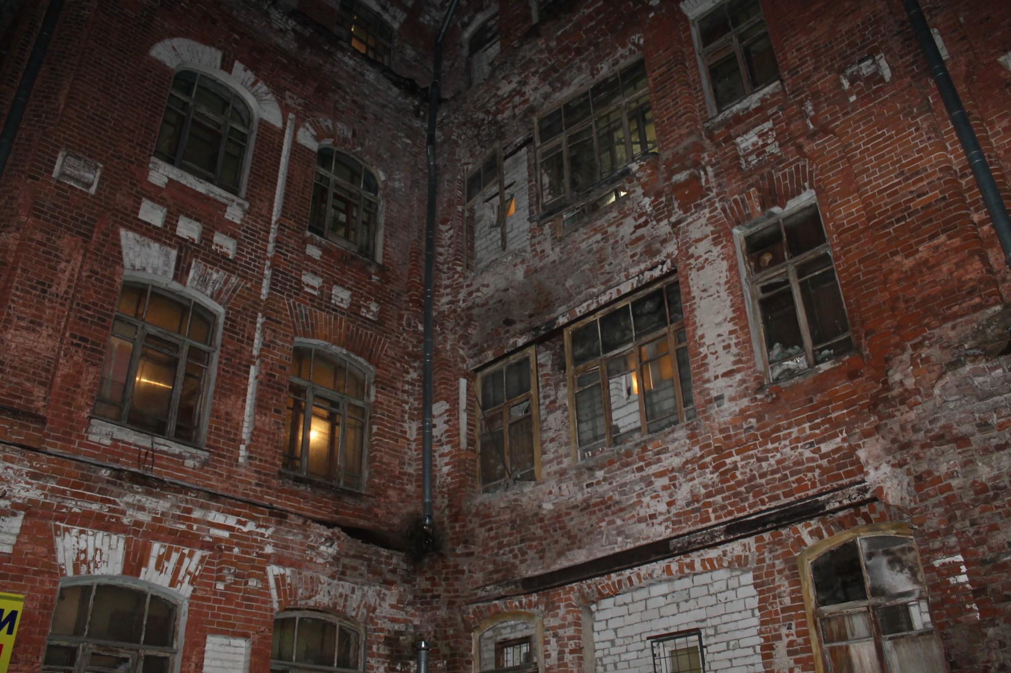 ВТвери обрушилась часть кирпичной стены жилого дома