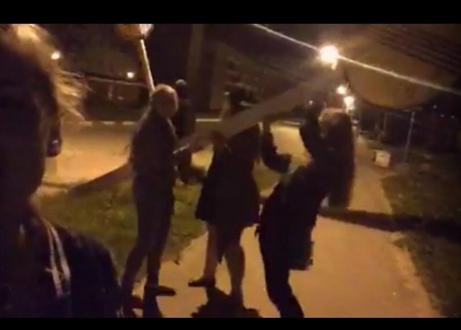 некоторых фото гуляем ночью с друзьями новый год
