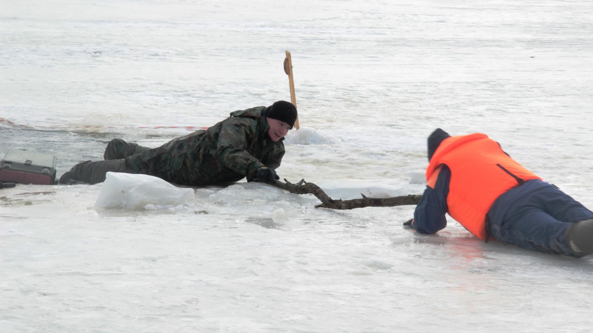 Картинки утопающих на льду