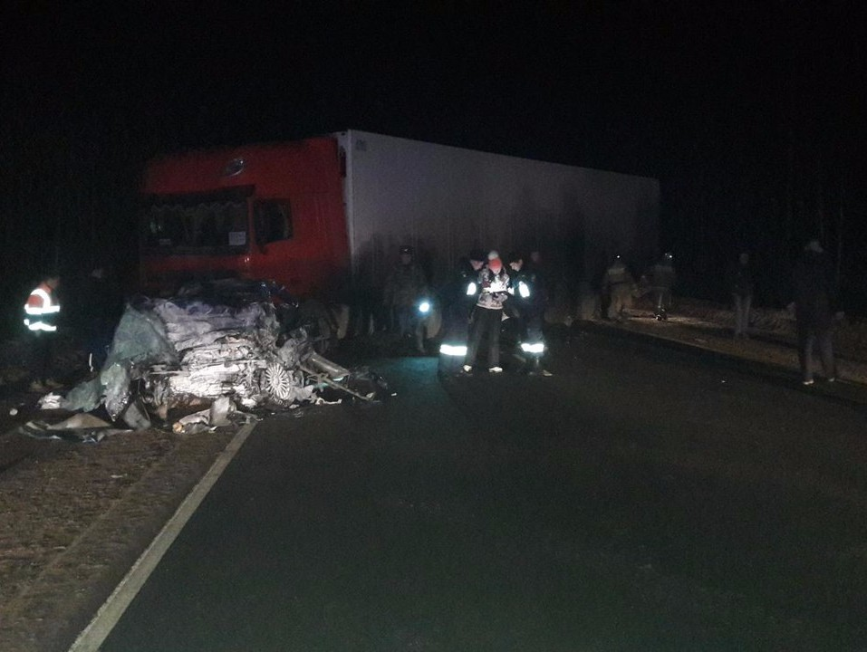 Шофёр легкового автомобиля умер под фурой вТверской области
