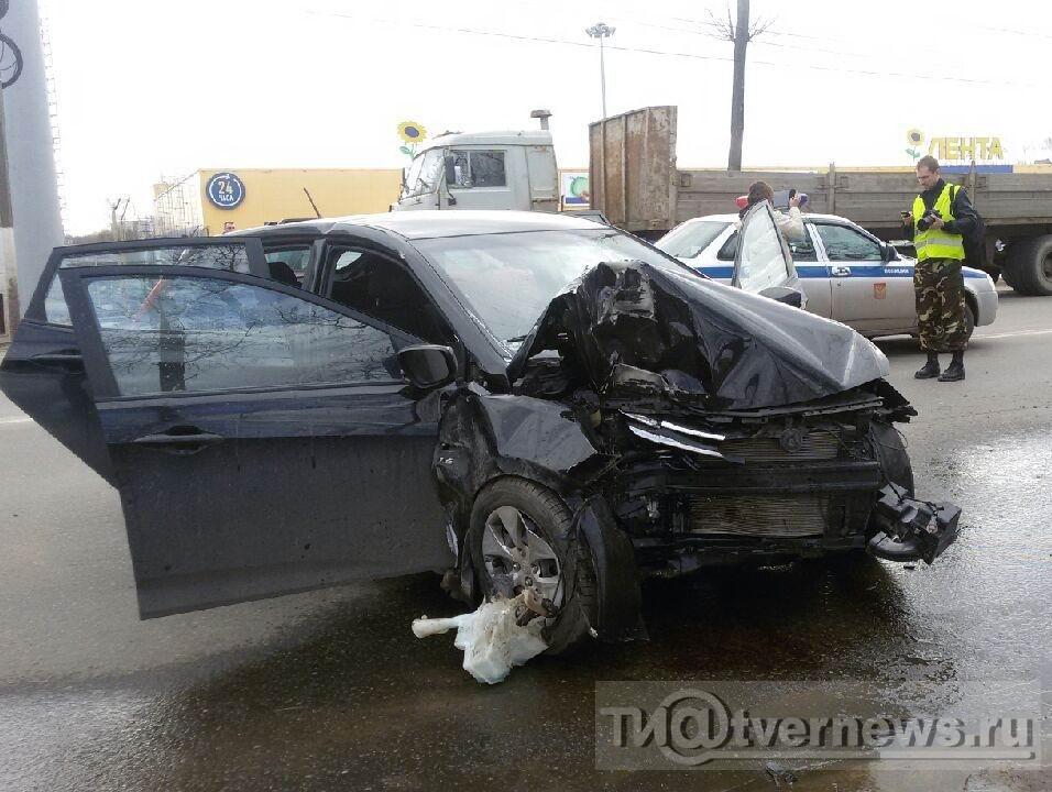 ВТвери наМосковском шоссе Хендай врезался встолб— умер шофёр