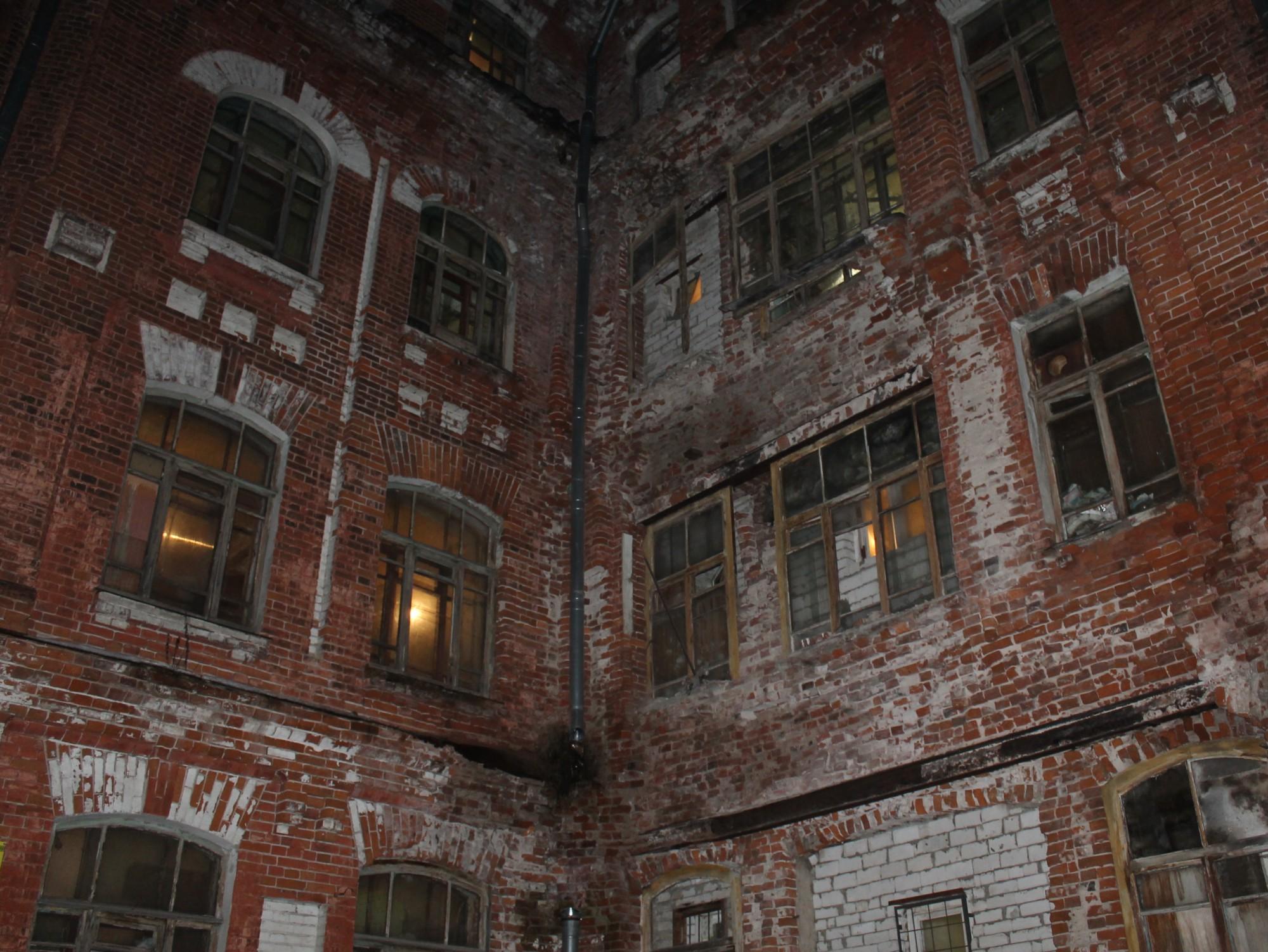 ВТвери обрушилась часть стены жилого дома