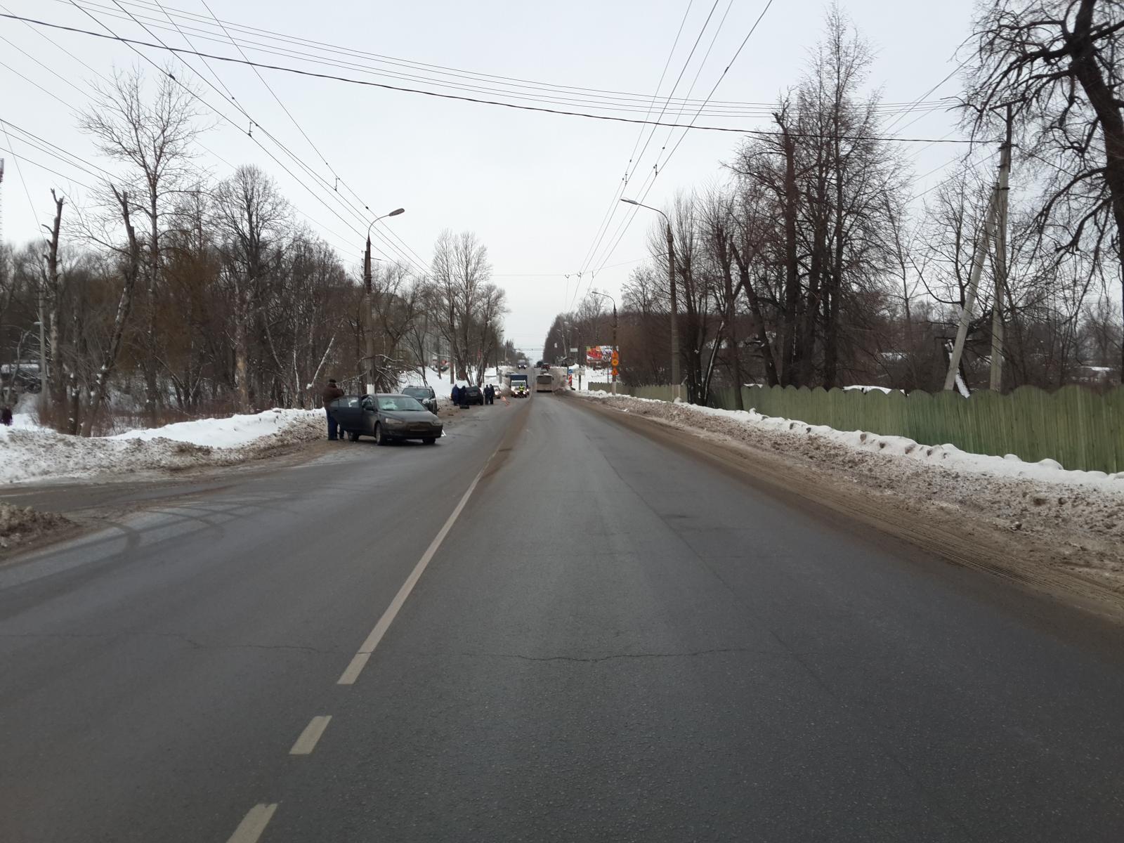 ВТвери шофёр иномарки «собрал» вДТП три машины